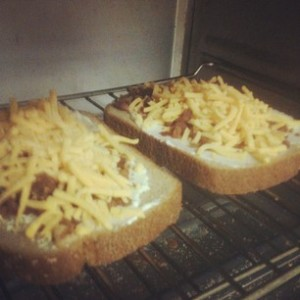 broiling cheese and bacon sandwich